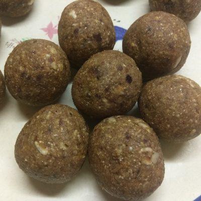 Конфеты из семян подсолнуха и фиников - рецепт с фото