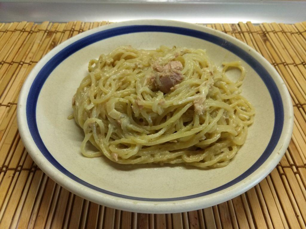 Фото рецепта - Спагетти с тунцом, соусом песто и сыром - шаг 5