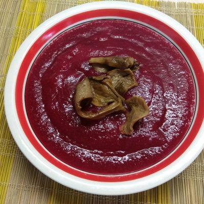 Свекольный крем-суп с сушенными грибами - рецепт с фото