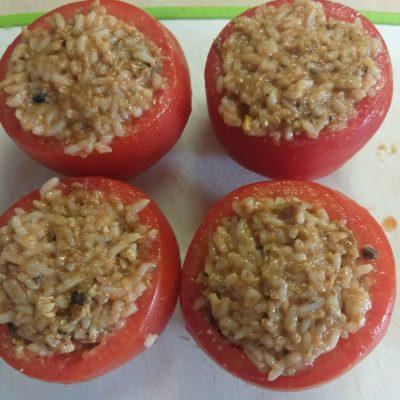 Фото рецепта - Помидоры, фаршированные рисом и килькой в томате - шаг 4