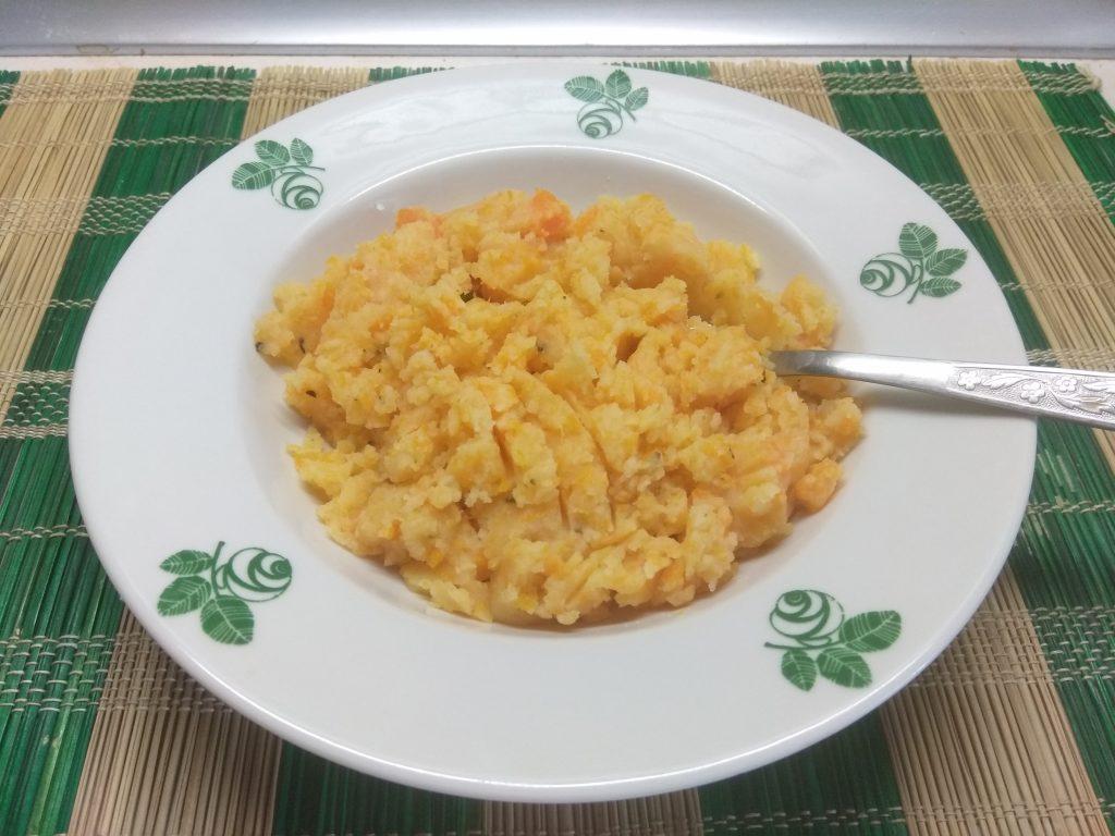 Фото рецепта - Гарнир – морковно-картофельное пюре с розмарином - шаг 5