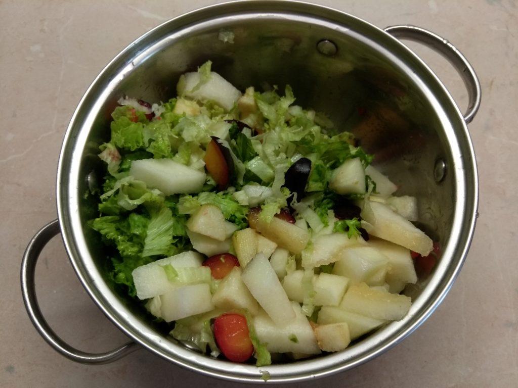Фото рецепта - Салат-коктейль с фруктами и сыром - шаг 5