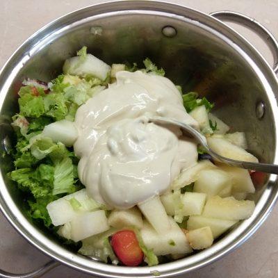 Фото рецепта - Салат-коктейль с фруктами и сыром - шаг 6