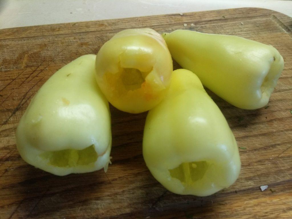 Фото рецепта - Холодная закуска – Фаршированный болгарский перец творогом и сыром - шаг 1