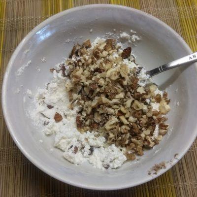 Фото рецепта - Сливы, фаршированные творогом, изюмом и грецкими орехами - шаг 4