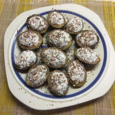 Сливы, фаршированные творогом, изюмом и грецкими орехами - рецепт с фото