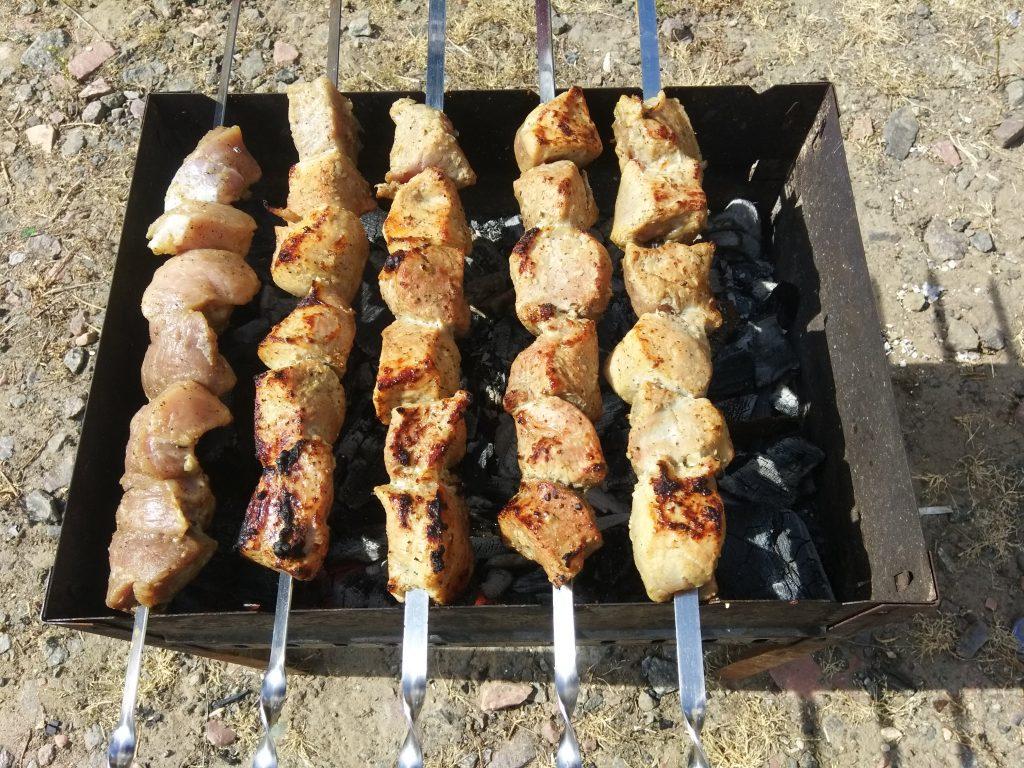 Фото рецепта - Шашлык из свиной вырезки в луковом маринаде - шаг 5