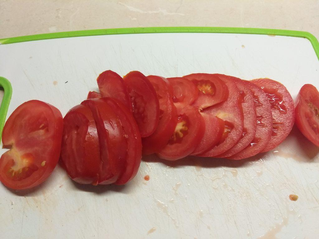 Фото рецепта - Вариация на тему Капрезе из помидоров и сыра - шаг 1