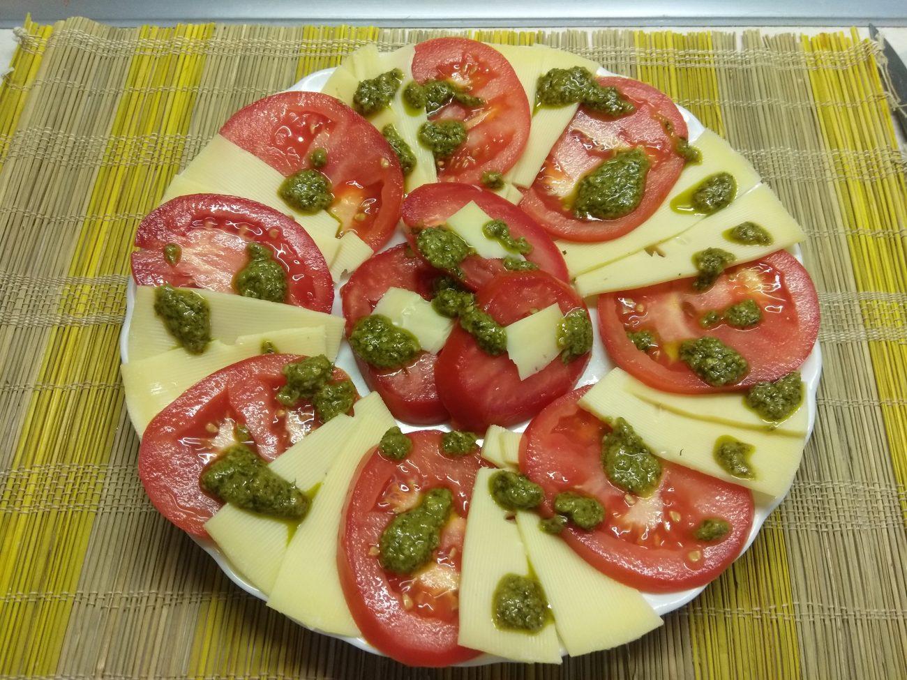 Вариация на тему Капрезе из помидоров и сыра