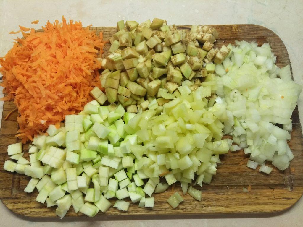 Фото рецепта - Печеночная запеканка с кабачком и баклажанами - шаг 2