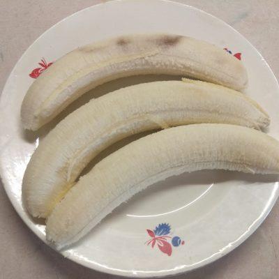 Фото рецепта - Банановые сырники, запеченные в духовке - шаг 1