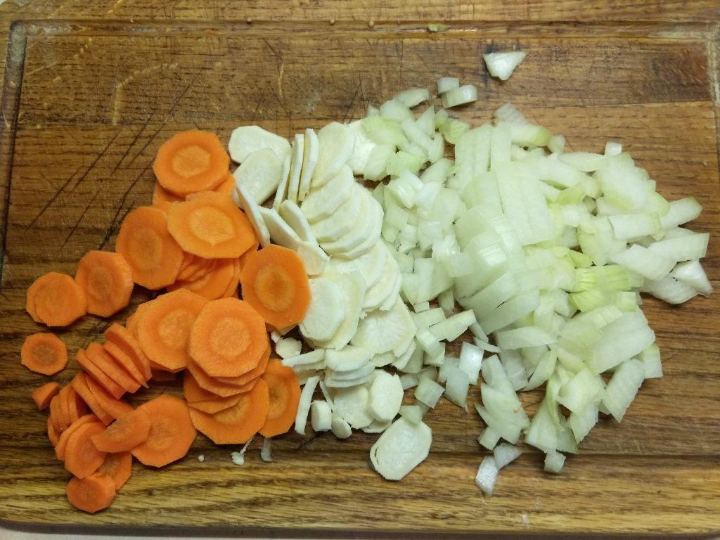 Фото рецепта - Суп из овощей с соусом песто - шаг 2