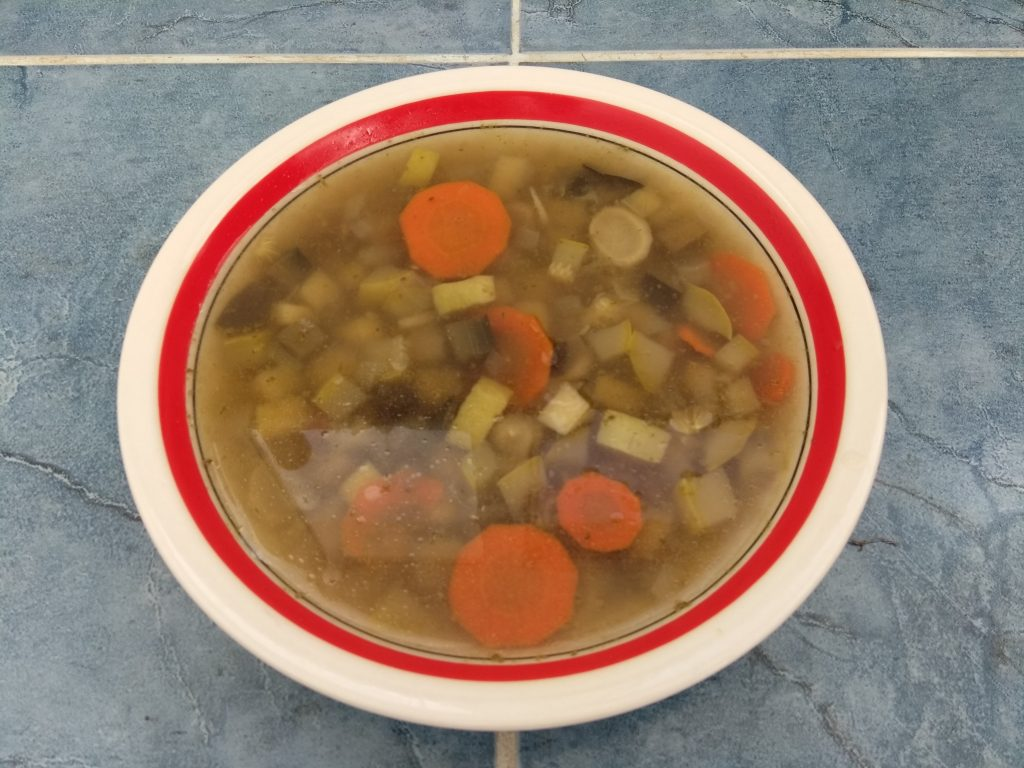 Фото рецепта - Суп из овощей с соусом песто - шаг 5