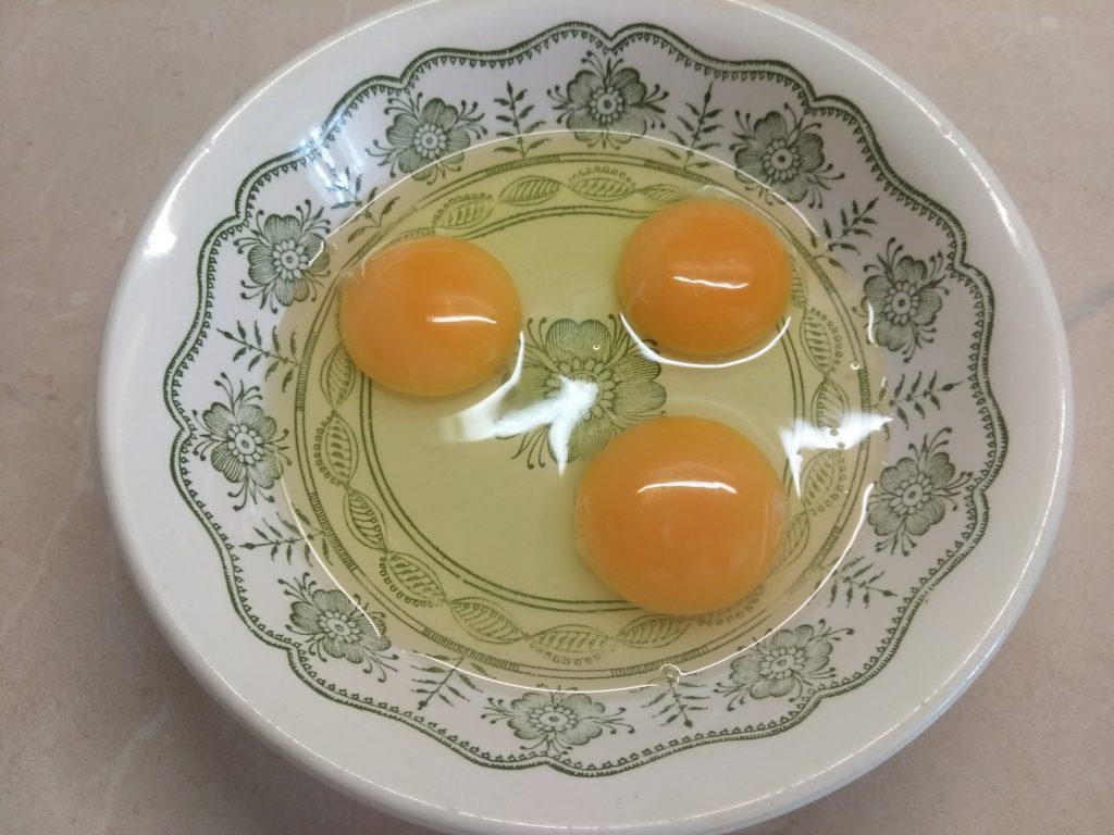 Фото рецепта - Омлет с тунцом и сыром Горгонзолла - шаг 1