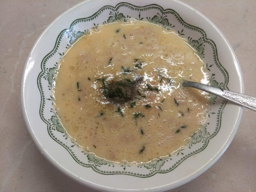 Фото рецепта - Омлет с тунцом и сыром Горгонзолла - шаг 4