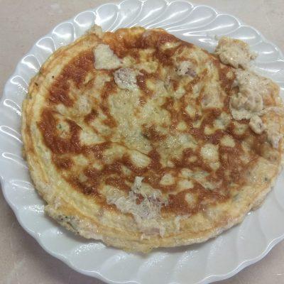 Омлет с тунцом и сыром Горгонзолла - рецепт с фото
