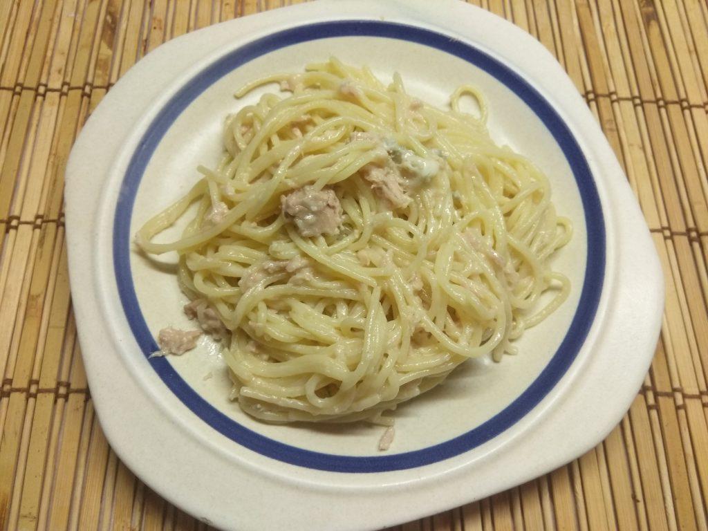Фото рецепта - Спагетти с консервированным тунцом, пармезаном и Горгонзолллой - шаг 5