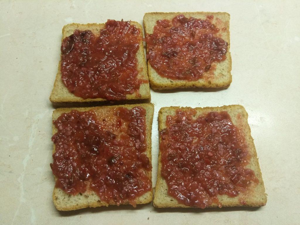 Фото рецепта - Сэндвич с куриным филе, помидорами и двумя видами сыра - шаг 1
