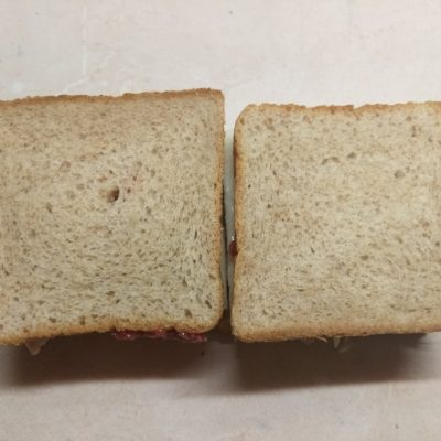 Фото рецепта - Сэндвич с куриным филе, помидорами и двумя видами сыра - шаг 6