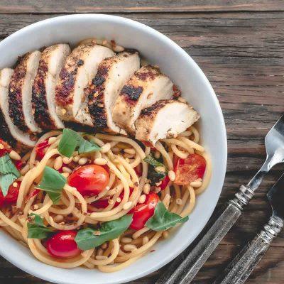 Спагетти с помидорами и куриной грудкой - рецепт с фото