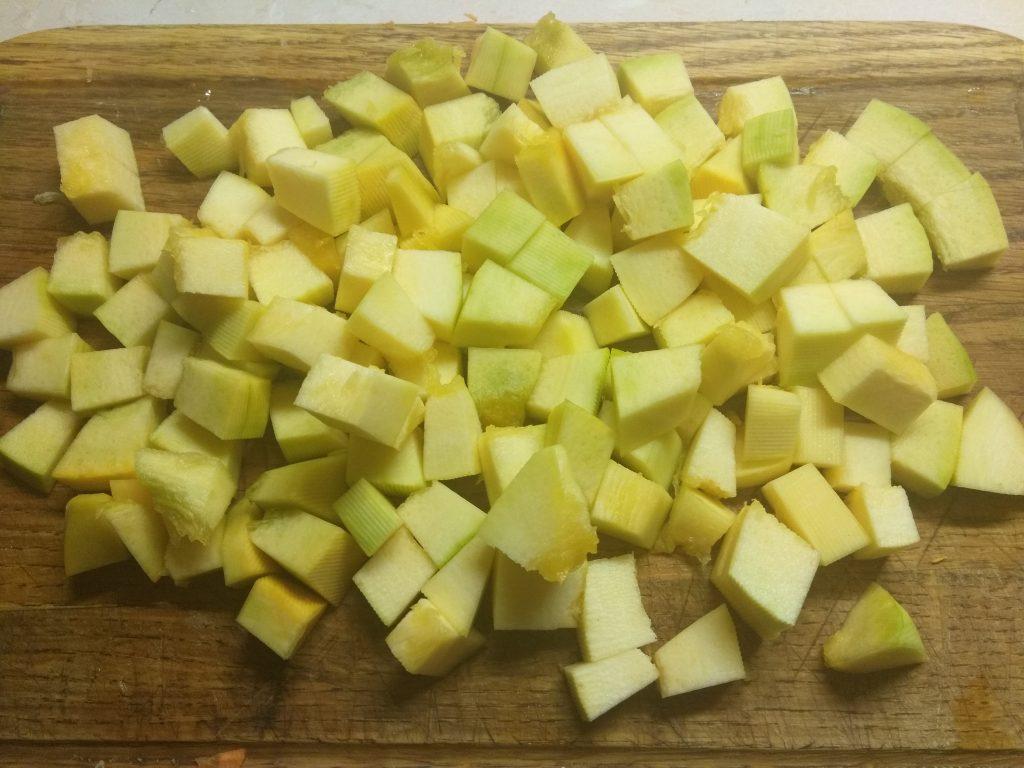 Фото рецепта - Гречневая каша, тушеная с тыквой и сосисками - шаг 2