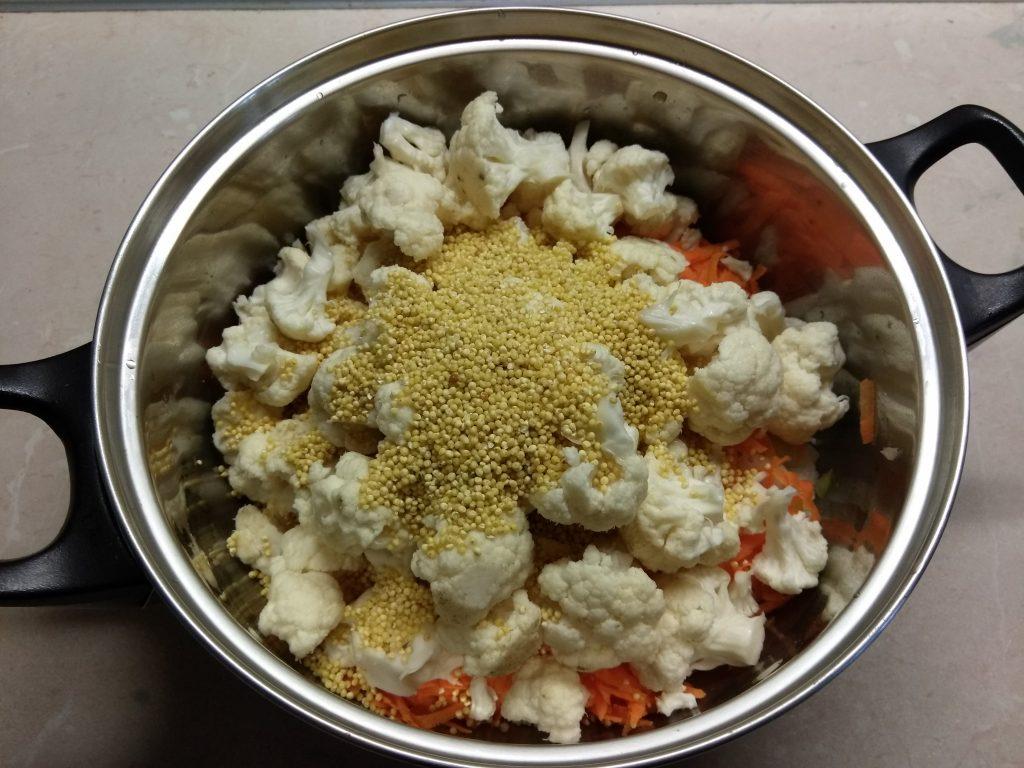 Фото рецепта - Суп с цветной капустой и охотничьими колбасками - шаг 3