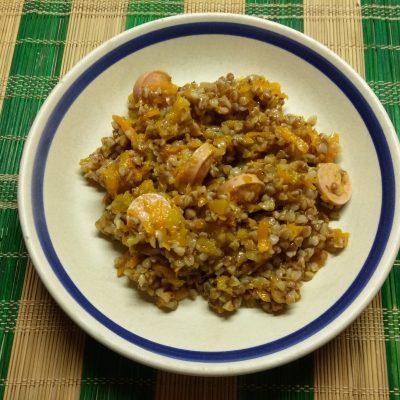 Гречневая каша, тушеная с тыквой и сосисками - рецепт с фото
