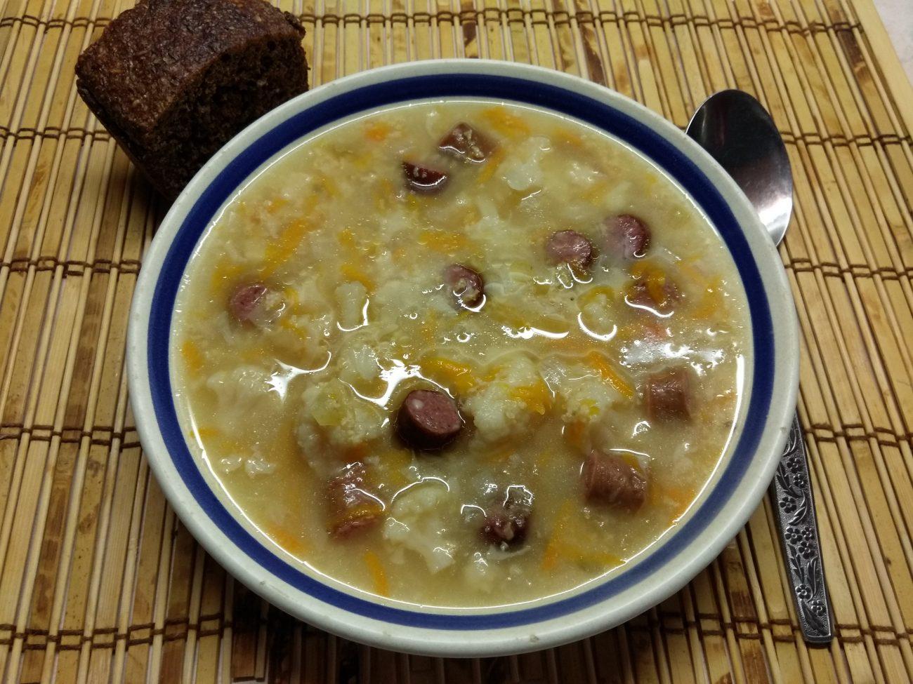 Суп с цветной капустой и охотничьими колбасками