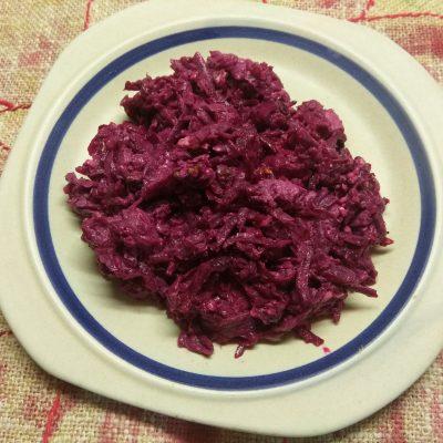 Салат из свеклы, куриного филе и грецких орехов - рецепт с фото