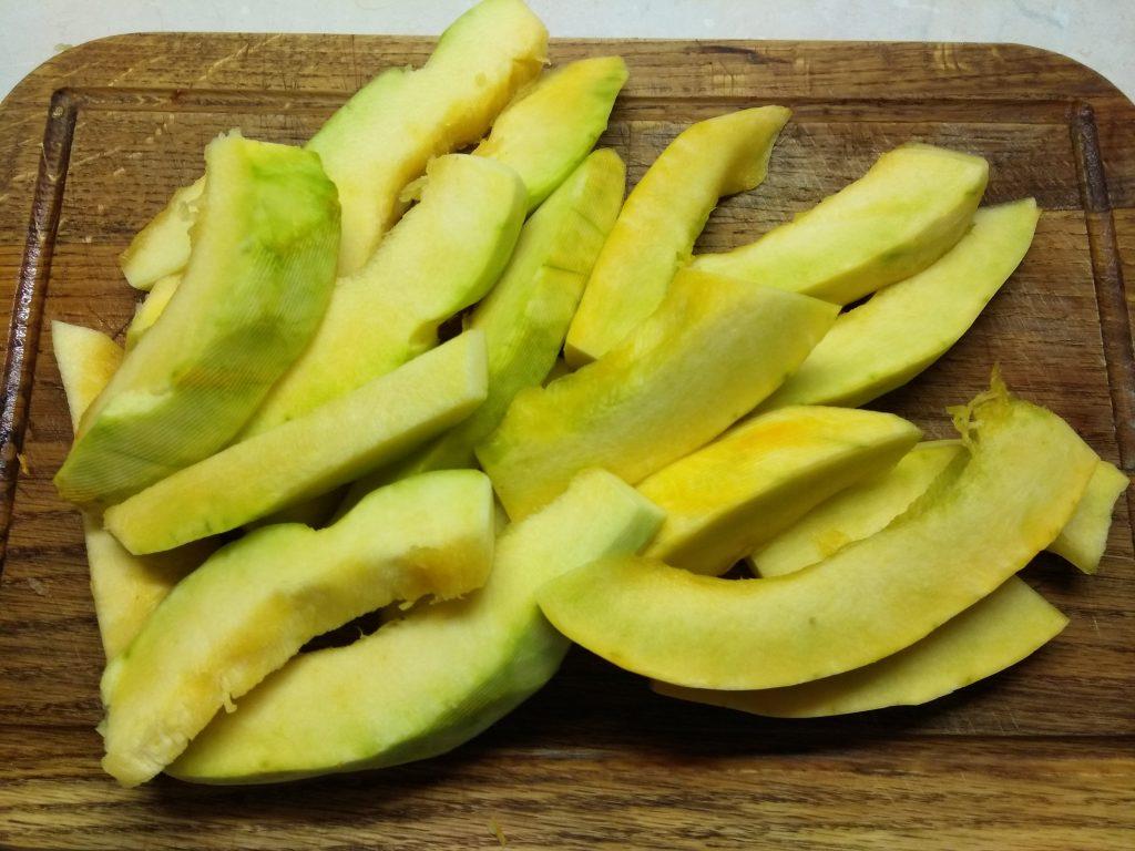 Фото рецепта - Тыква, запеченная в духовке с тимьяном - шаг 1
