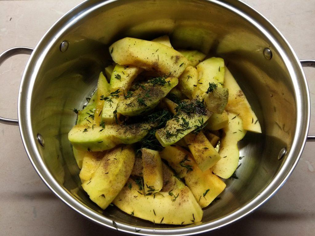Фото рецепта - Тыква, запеченная в духовке с тимьяном - шаг 2