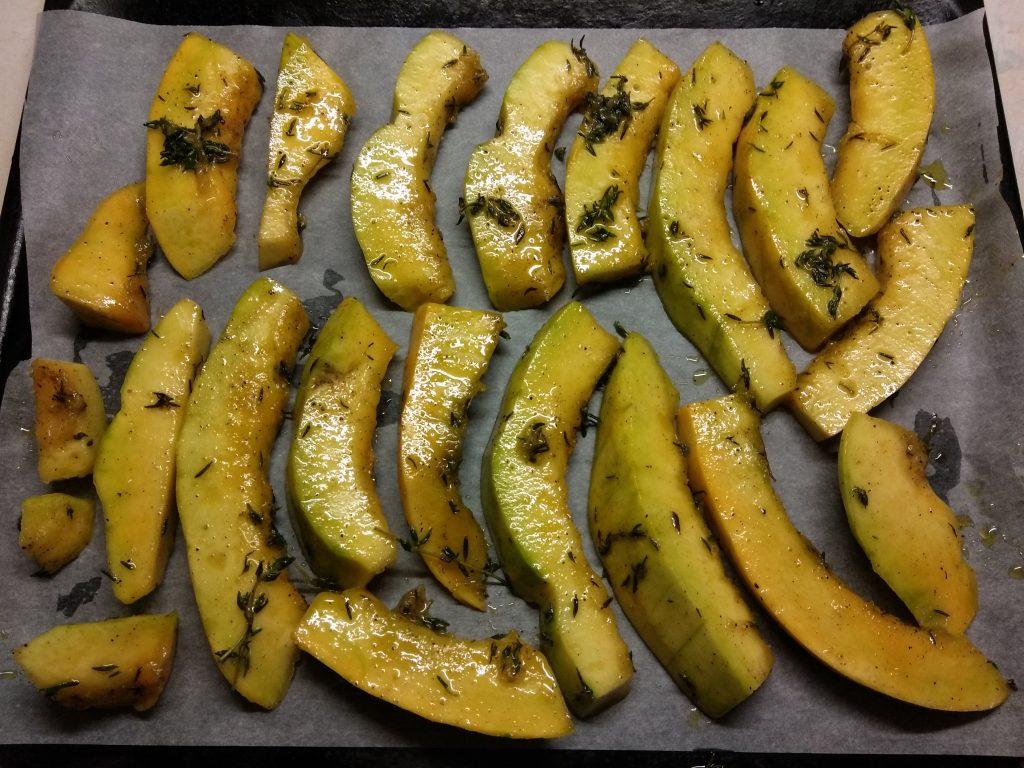 Фото рецепта - Тыква, запеченная в духовке с тимьяном - шаг 3