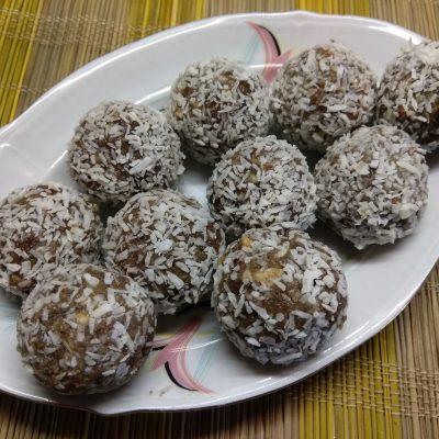 Конфеты из изюма и грецкого ореха - рецепт с фото