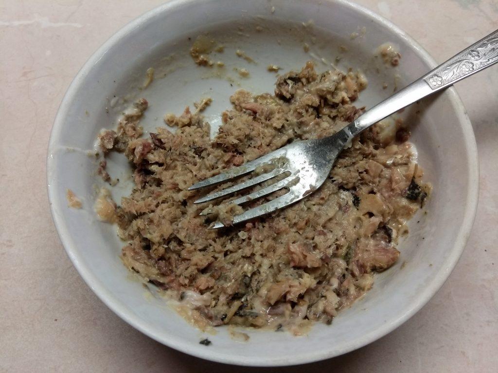 Фото рецепта - Горячие бутерброды с сардинами - шаг 2