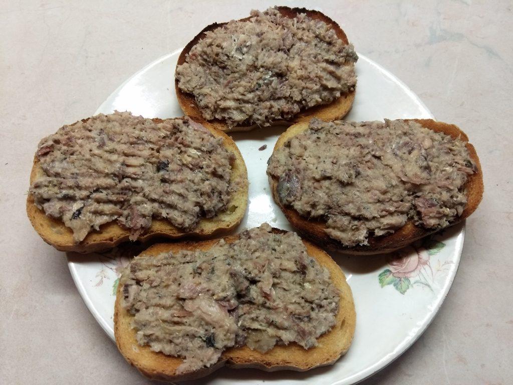 Фото рецепта - Горячие бутерброды с сардинами - шаг 3
