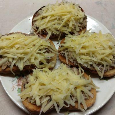 Фото рецепта - Горячие бутерброды с сардинами - шаг 4