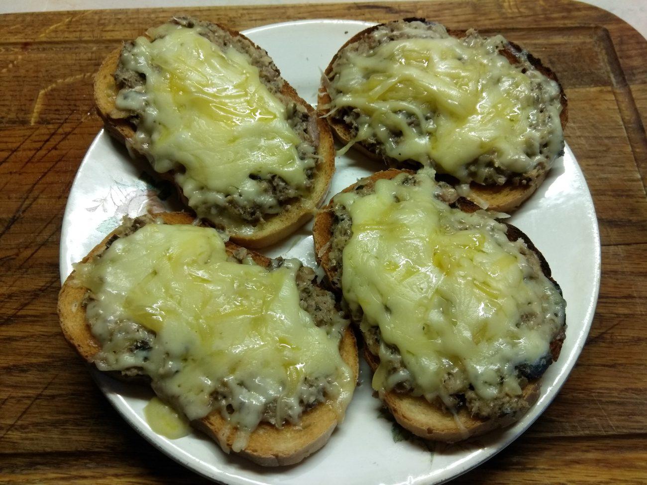 Горячие бутерброды с сардинами