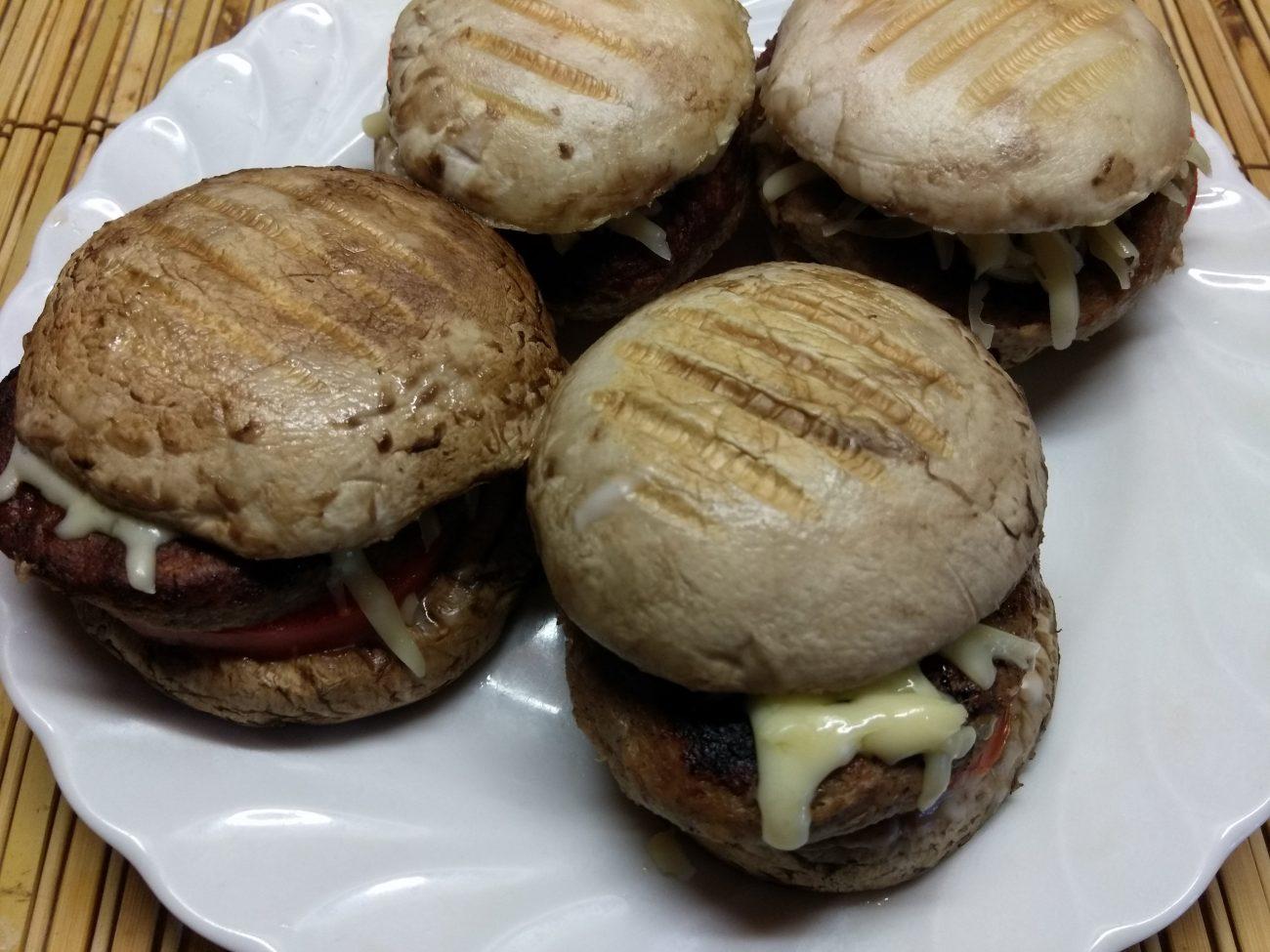 Гамбургеры из шампиньонов с помидорами, свиной котлетой и сыром