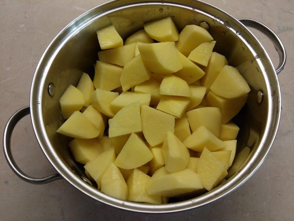 Фото рецепта - Картофельная запеканка с тунцом и сыром - шаг 1