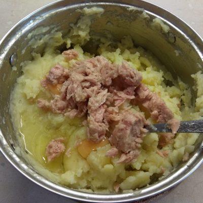 Фото рецепта - Картофельная запеканка с тунцом и сыром - шаг 3