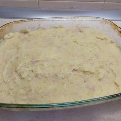 Фото рецепта - Картофельная запеканка с тунцом и сыром - шаг 4