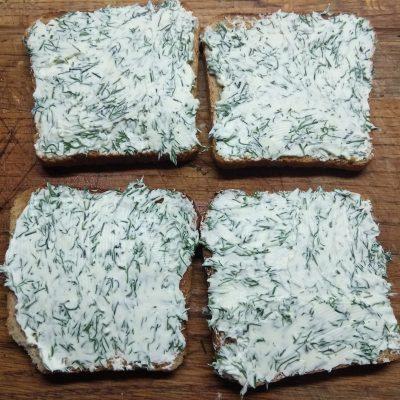 Фото рецепта - Горячие бутерброды с балыком и грибами - шаг 2