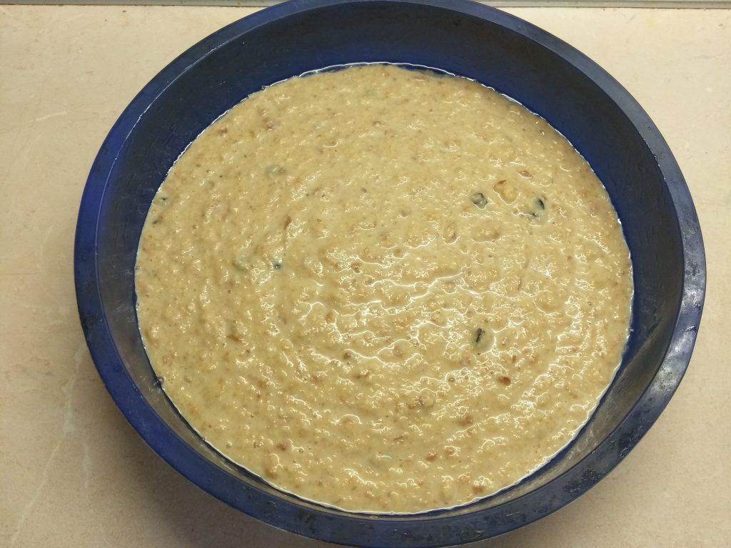 Фото рецепта - Сливовый пирог на сухариках - шаг 3