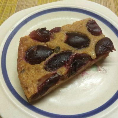 Сливовый пирог на сухариках - рецепт с фото