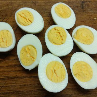 Фото рецепта - Яйца, фаршированные оливками - шаг 1