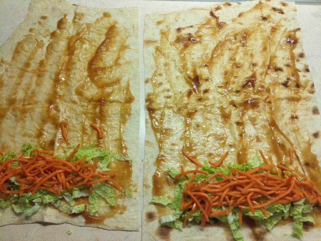 Фото рецепта - Домашняя шаурма со свиной котлетой и морковью по-корейски - шаг 3