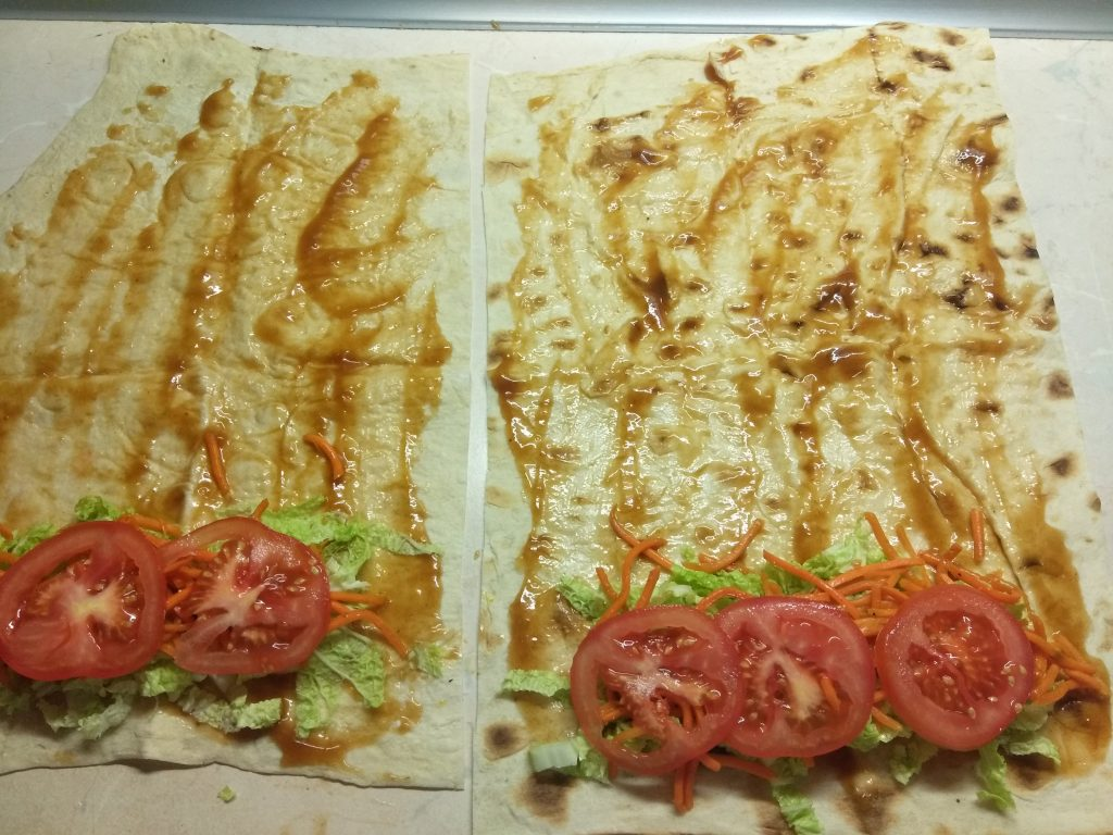 Фото рецепта - Домашняя шаурма со свиной котлетой и морковью по-корейски - шаг 4