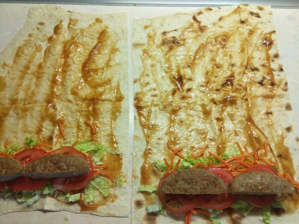 Фото рецепта - Домашняя шаурма со свиной котлетой и морковью по-корейски - шаг 5