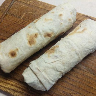 Фото рецепта - Домашняя шаурма со свиной котлетой и морковью по-корейски - шаг 6
