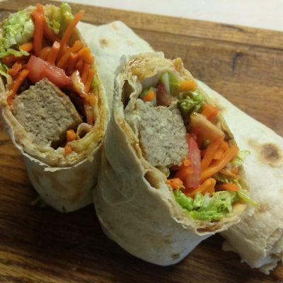 Фото рецепта - Домашняя шаурма со свиной котлетой и морковью по-корейски - шаг 7